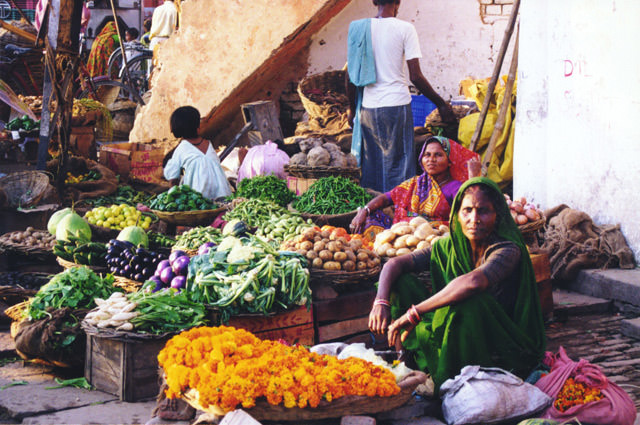 microfinance enters the marketplace By elisabeth rhyne and robert peck christen 1 m i c r ofinance enters the marketplace the past few years have seen an acceleration in the creation of commercial microfinance programs.